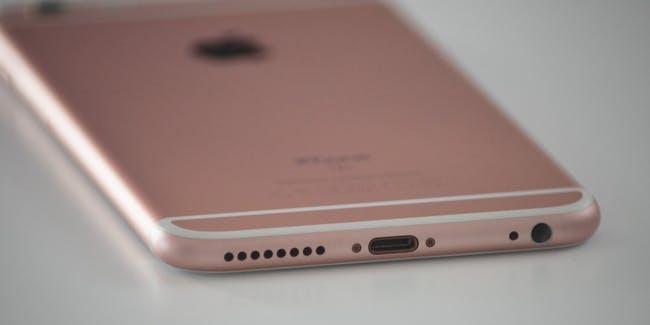 Podle analytika Kuo by Apple mohl vydat iPhone bez lightning v roce 2021