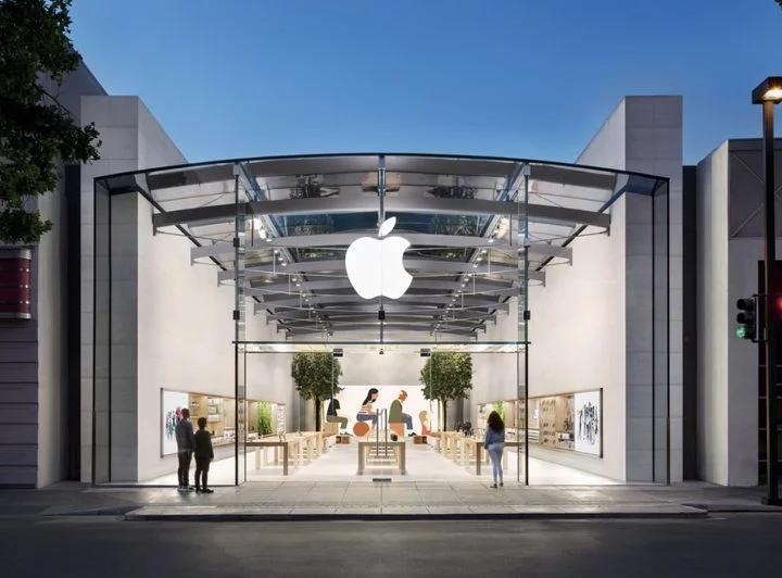 Znovuotevření maloobchodních prodejen Apple v polovině dubna