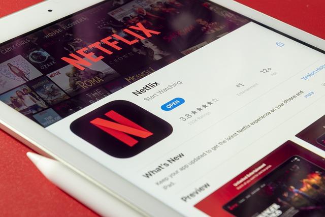 Který se seriál aktuálně trhá rekordy na Netflixu?