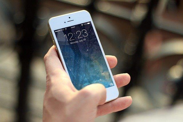 Lidé a mobilní telefony