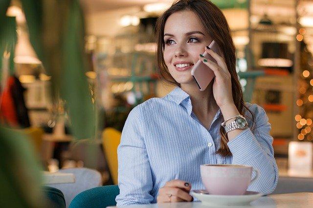 Mobilní telefon pomocník a zabiják vztahů