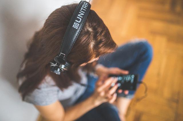 Proč lidé stále více přecházejí od Spotify na Apple Music?