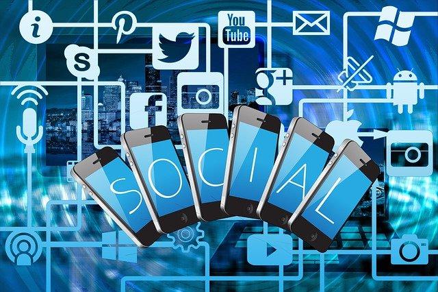 Sociální sítě pomáhají i škodí