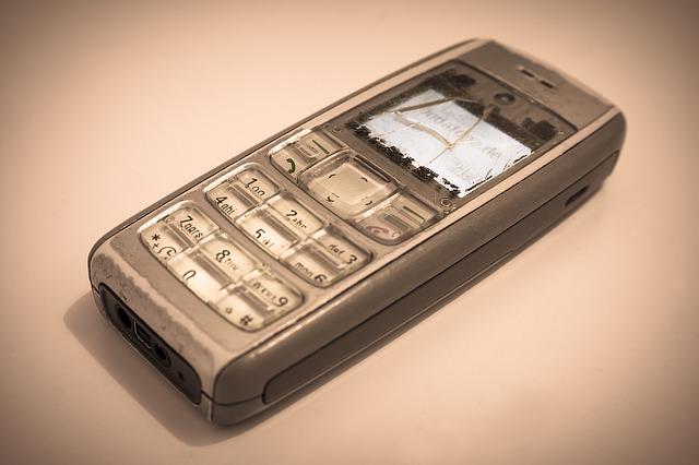 Mobilní telefony dříve a dnes